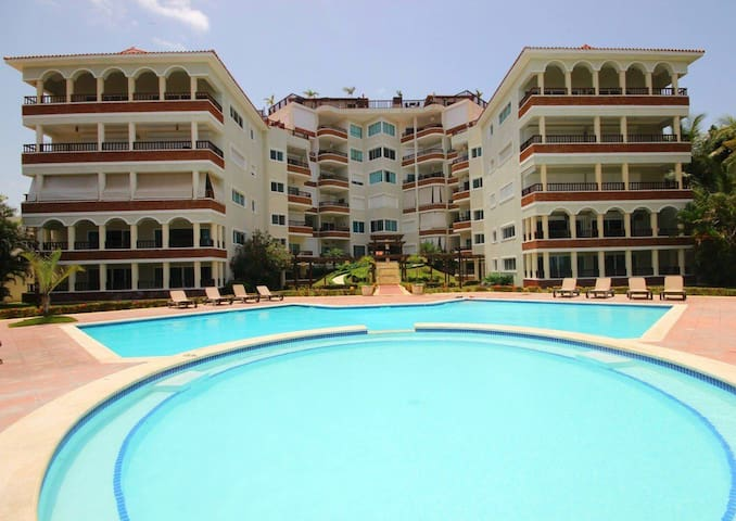 Amazing Juan Dolio Beach and Pool front apartament