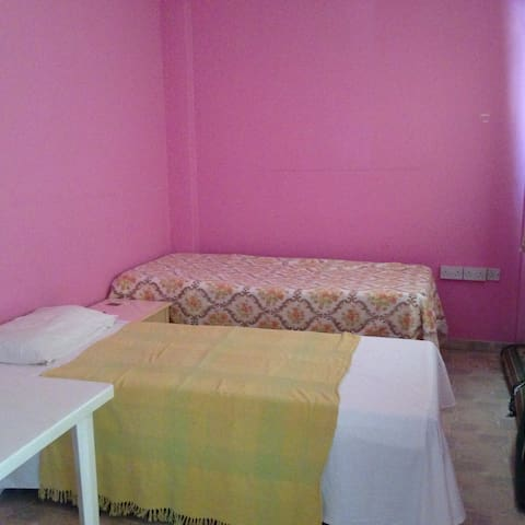 Comfortable master bedroom with ensuite shower - Larnaca - House