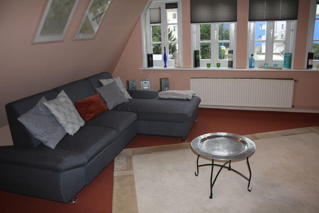 Sitzecke & Schlafcouch im Wohnzimmer