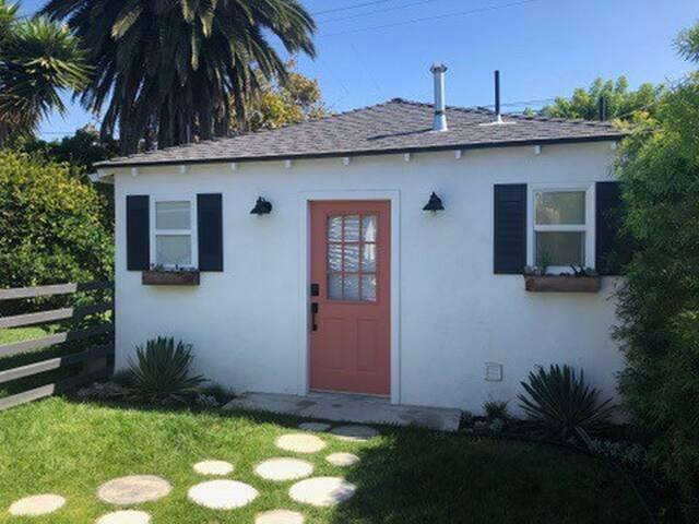 West LA Beachy Bungalow Backhouse