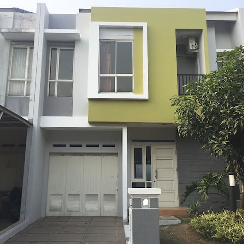 Gading Serpong|Home Stay with Benefits (4BedRoom)