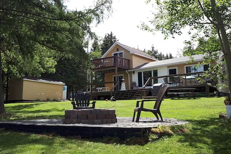 Quiet cozy 2 Bedroom waterfront cottage in Bayhead