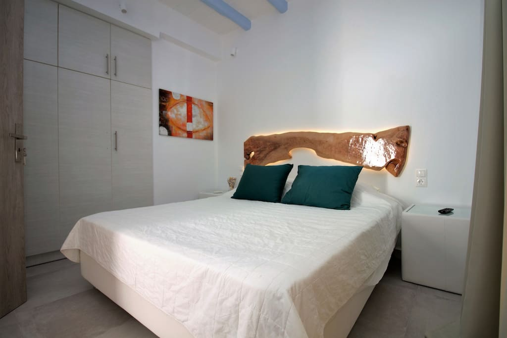 Bedroom with king sized double, TV, Air Con, WiFi and access to the terrace with pool and sun set sea view.