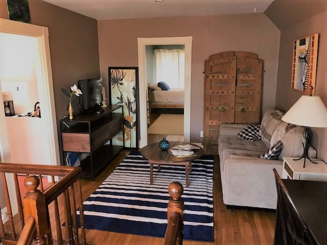 Comfortable 1 BR steps from public transportation