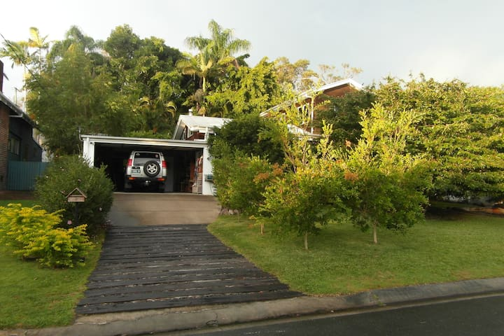 2 storey 3 b/m Entire Home Located In Noosa Hds.