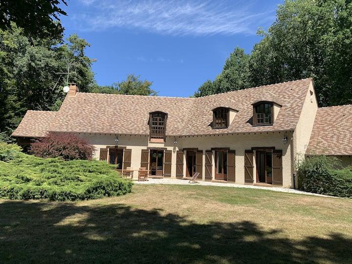 Maison près forêt à 50' de Paris avec tennis privé