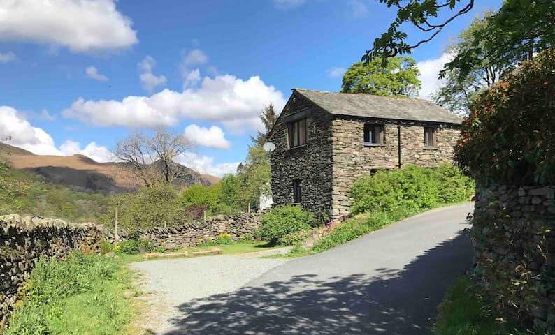 Weavers Cottage-stunning location in central Lakes