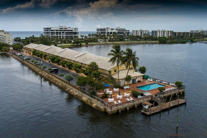 Remarkable 2 BR Palm Beach Condo!