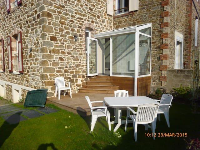 Maison en Pierre en plein centre - Saint-Malo - House