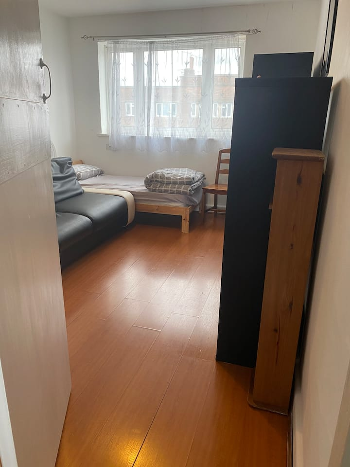 Double room for rent-West London