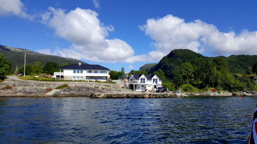 Garden apartment by the sea in  Hardangerfjord