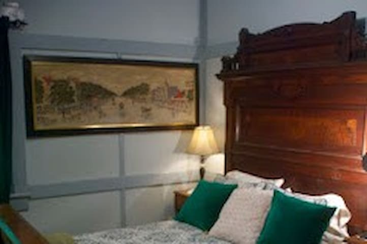 Dundee Lodge - Guestroom #4