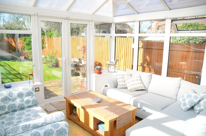 Modern Family 3 Bed Home near Hampton Court Palace - Molesey - บ้าน