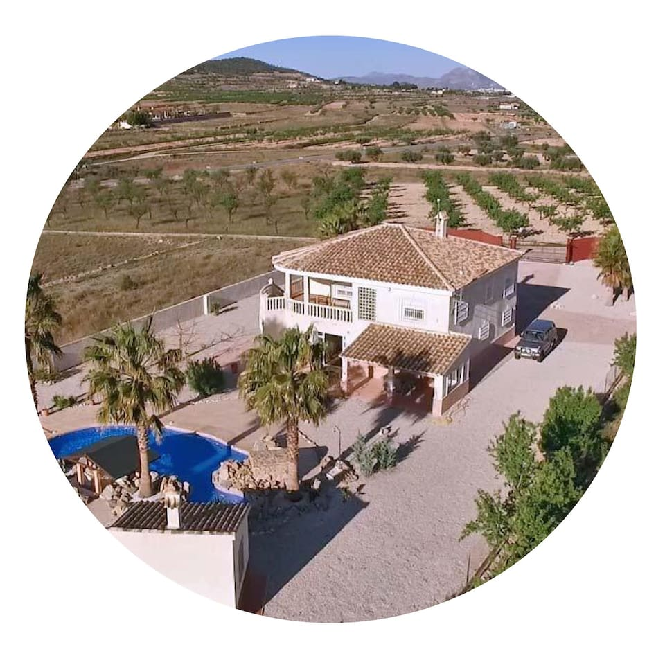 Situated in beautiful Hondon de los Frailes is Villa la Grande. The lovely apartment is self catering,  2 bedroom, 2 bathroom; one bedroom has its own large ensuite The Hondon Valley is an excellent place to explore either by car, hiking or cycling.