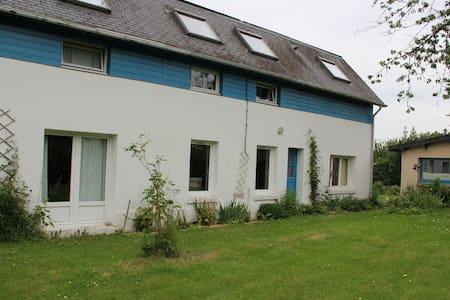 Maison au calme avec grand jardin à 10 mn de Rouen - Saint-Jean-du-Cardonnay - House