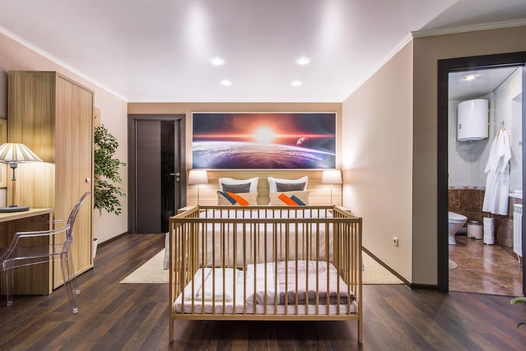 Кроватка для наших самых маленьких гостей бесплатно может разместится в любом выбранном вами номере