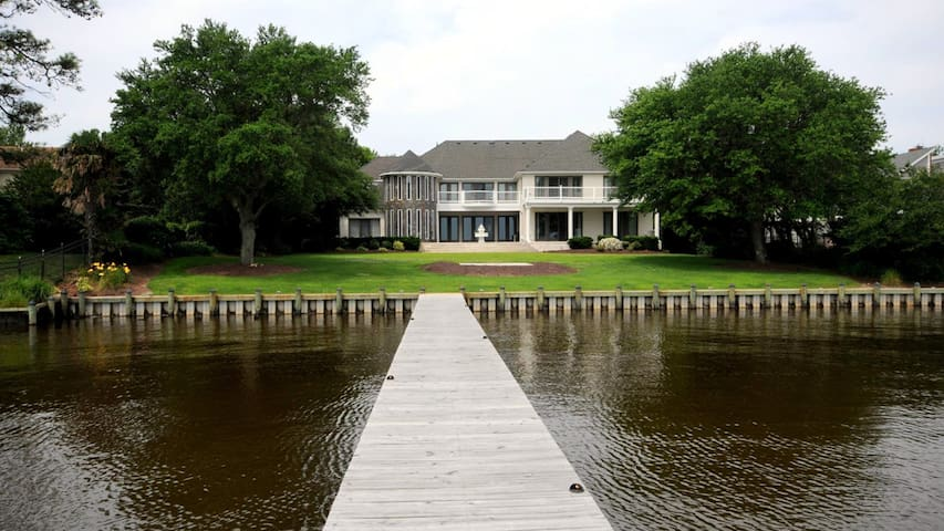Stunning Waterfront Estate - Currituck - Talo