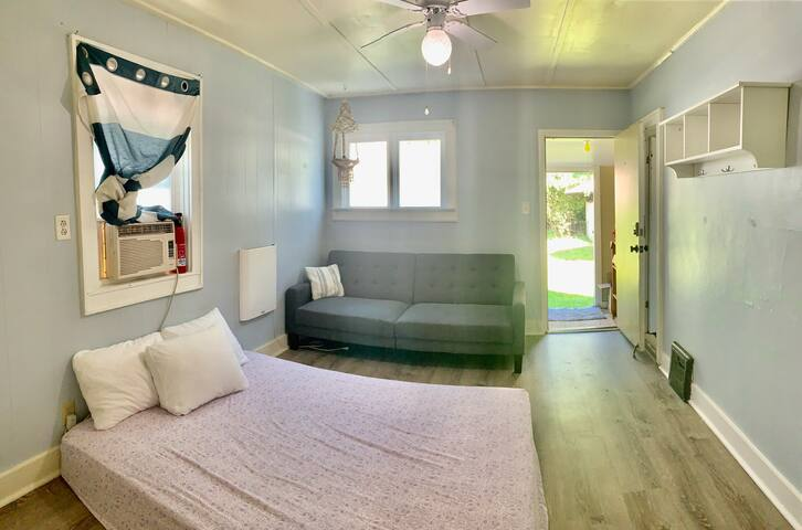 ❤️Master Suite - Sleeps 4 w Parking & Air Condition