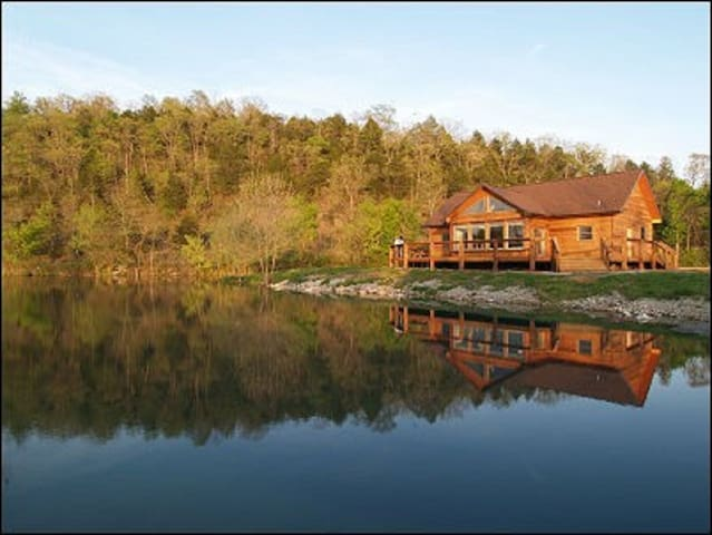 Not your usual Ozarks Cabin...