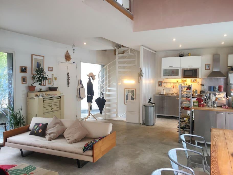 Salon et cuisine/ Living-room and kitchen