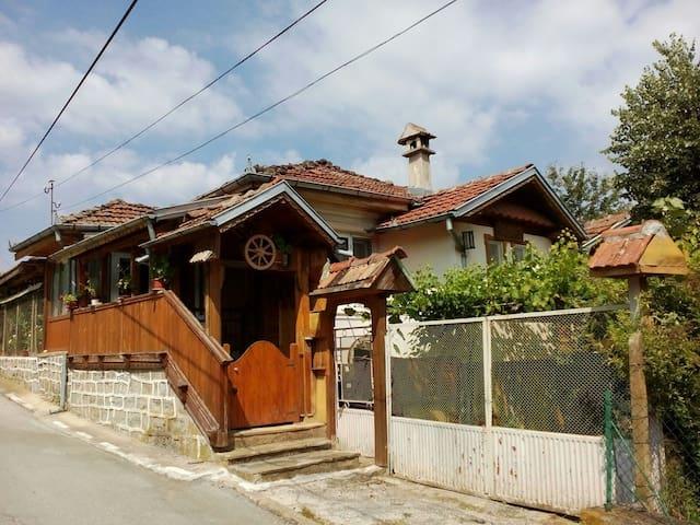 Къща за приятели Митрето - Тодювци