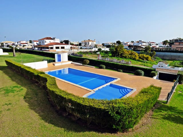 Next to lovely beaches, private condo, shared pool - Albufeira - Haus