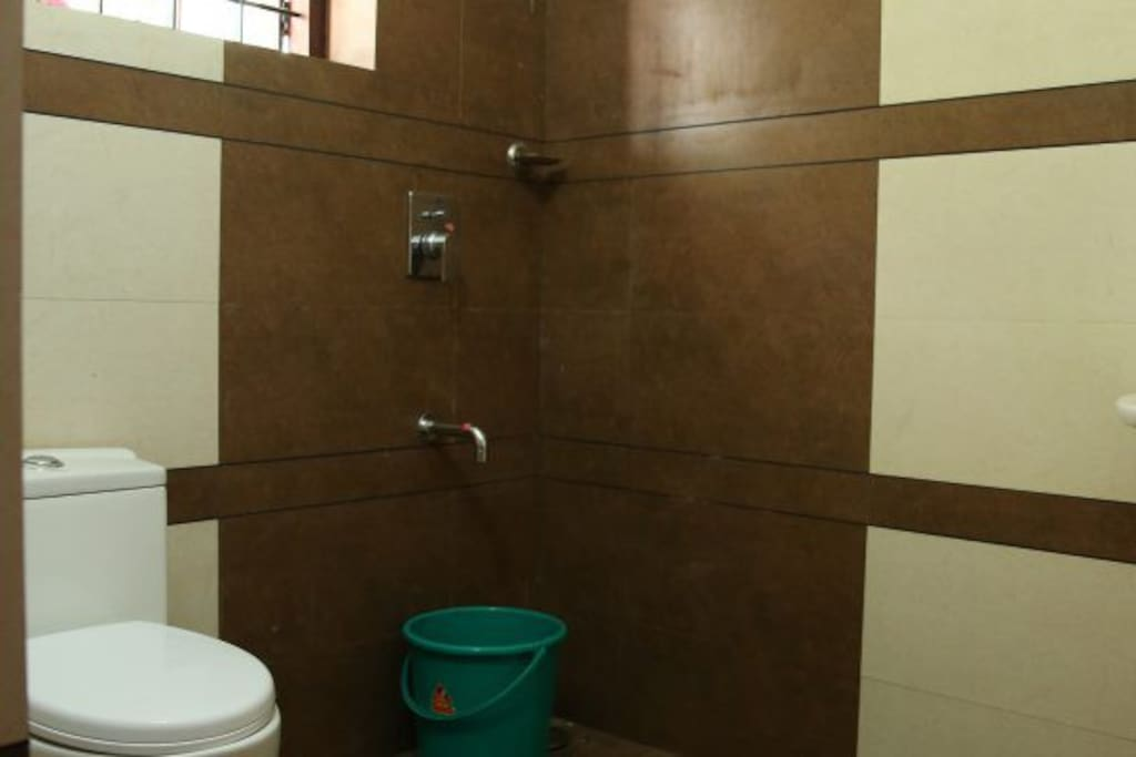 Well maintained bathroom