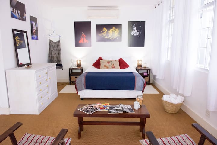 Spacious room in family home - เบเรีย