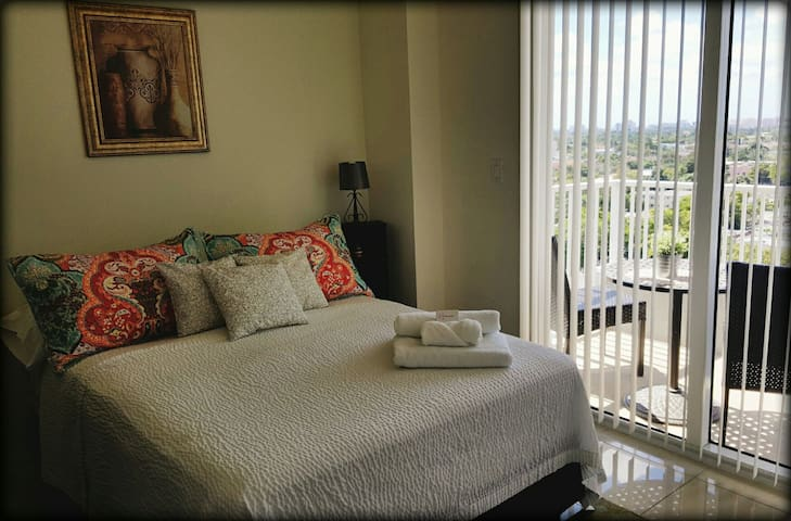 Pretty Room in East Little Havana!! - Miami - Apartamento