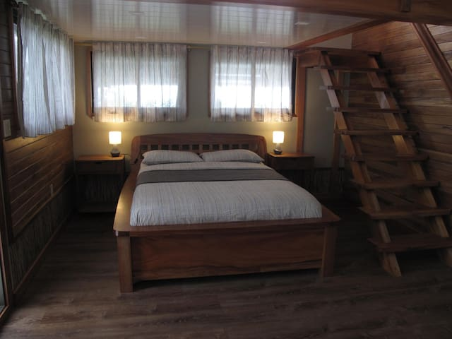 Deluxe Suite | Queen Bed