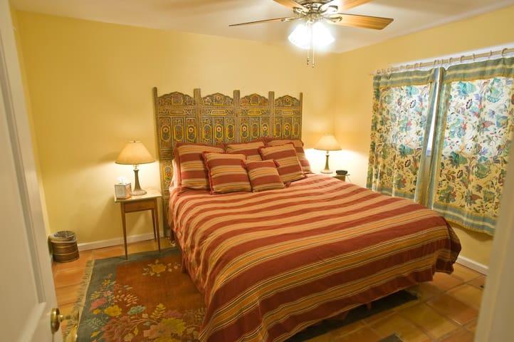 Don Gaspar Inn - Fountain Casita/Apartment - Santa Fe - Bed & Breakfast