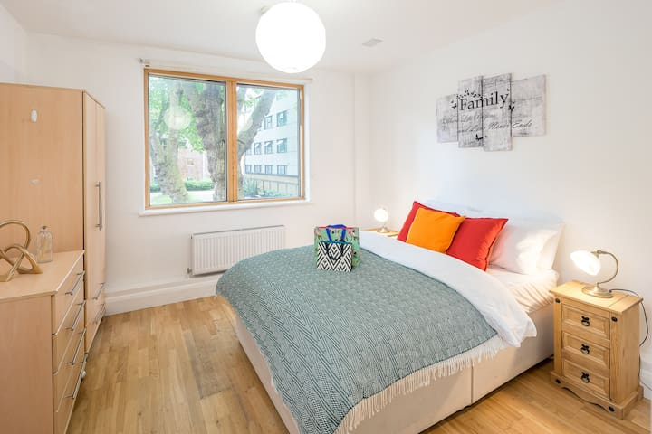 Spacious 2 bed 2 bath flat in Shoreditch