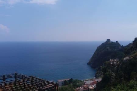 Al castello saraceno - Sant'Alessio Siculo
