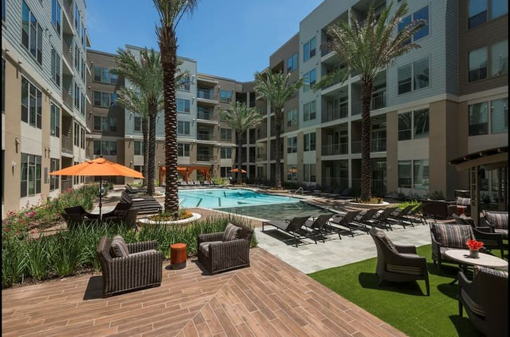 Premium & Modern Living at Rivers Oaks Houston