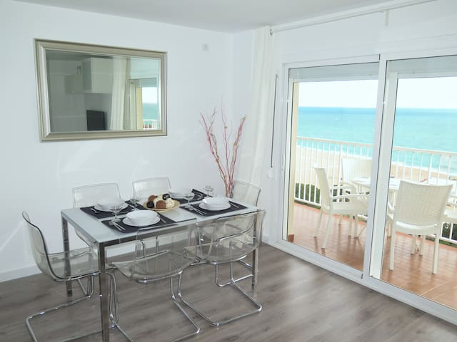 New! Fantastic apartment in front of the sea!