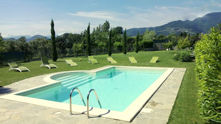 VILLA IN LUCCA placed in a residential area, all services nearby