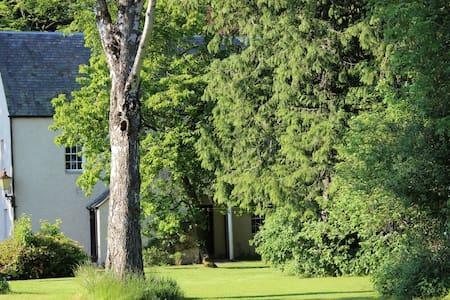 The Lodge, Huntingtowerfield