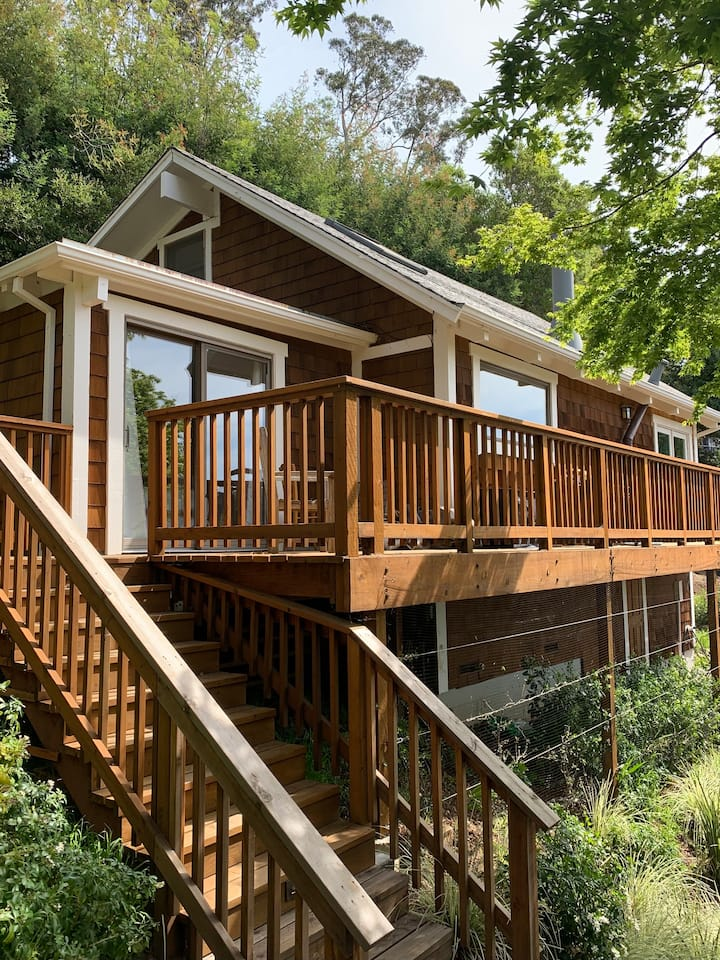 NEW: Cottage w/ deck near downtown & trails