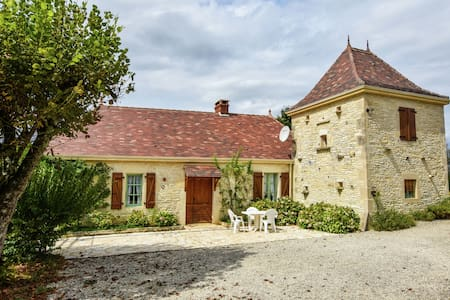 Cosy Holiday Home in Thédirac with Swimming Pool