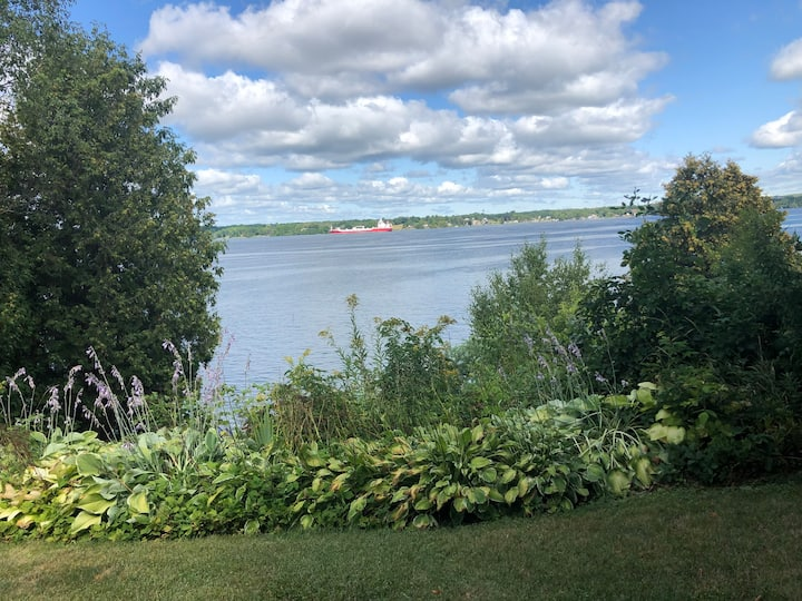 Riverfront cottage on the St. Lawrence River