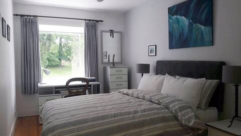 ★★Bright and Spacious Room beside UCD Campus★★