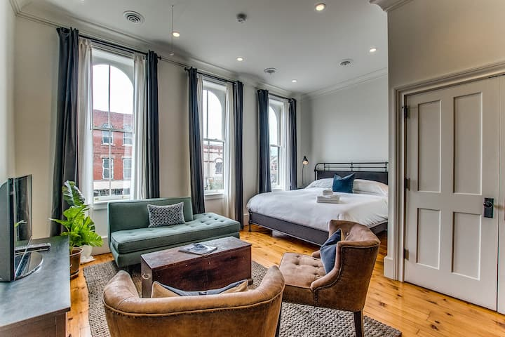 Sheridan House-Grand Studio, upscale loft style apartment on Main Street