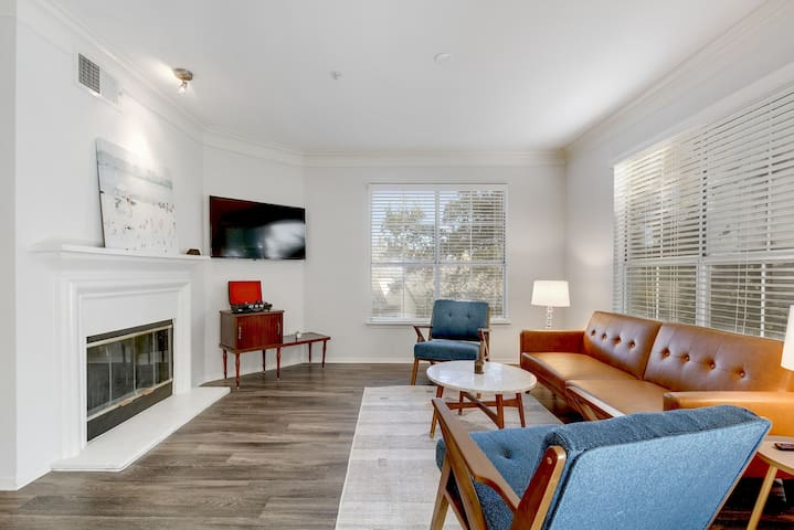 Pet-Friendly South Congress Spacious Apartment