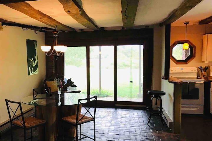 Unwind in Beautiful, Converted Barn Apartment