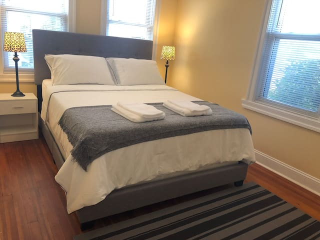 Clean, Comfy Bedroom in DC/ Metro Walkable
