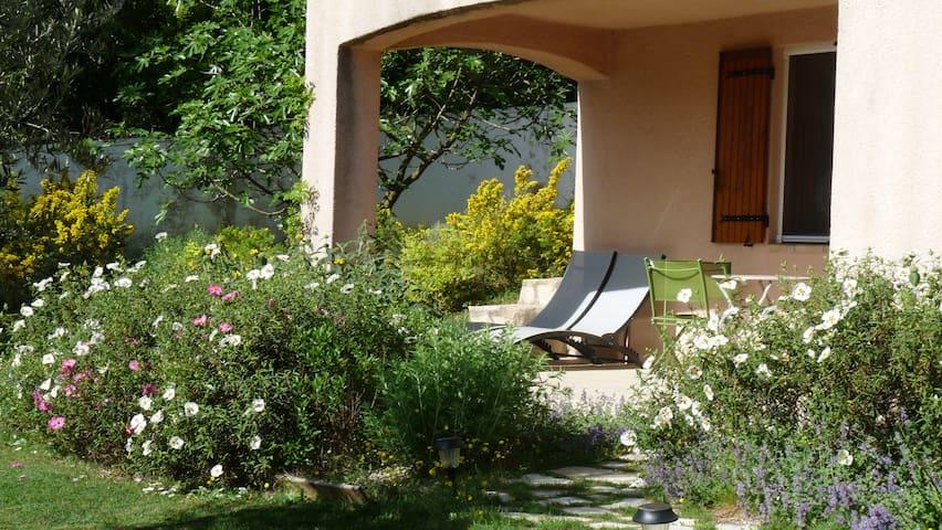 T2 avec son jardin/terrasse - Gréoux-les-Bains - Apartment