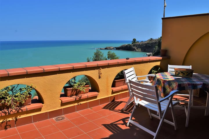 La Terrazza sul Mare with swimming pool
