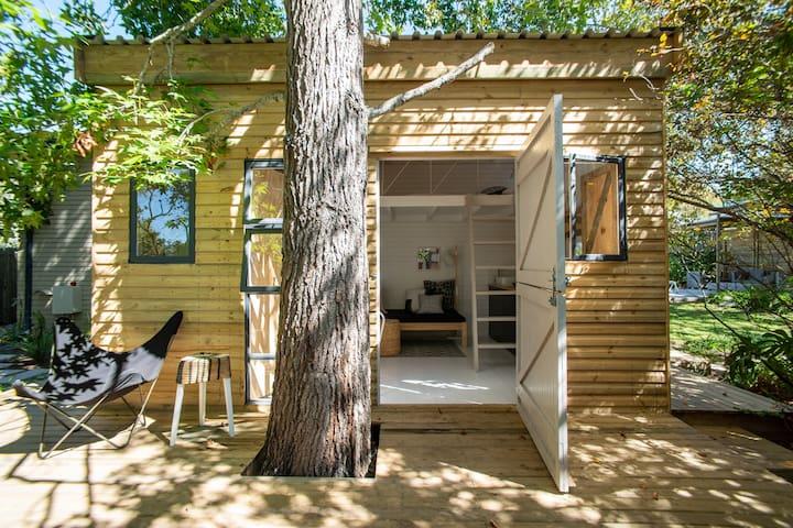 Charming small cabin, Constantia