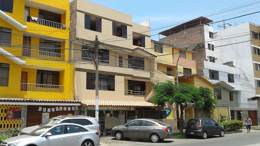 Private Room 1 - 5 min from airport - Callao District - Appartement