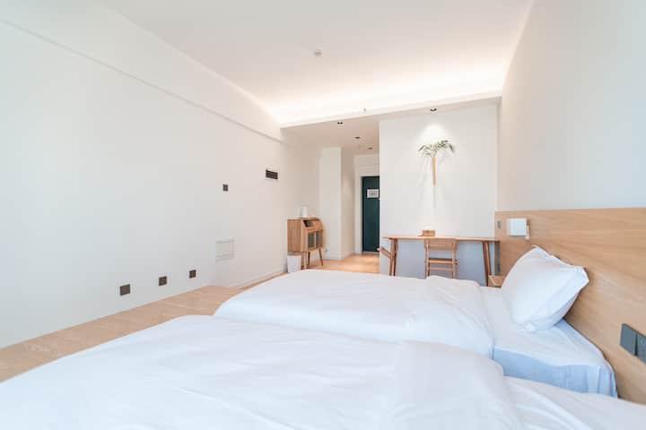 【麓屿】一尺间 七彩云南第一商圈榻榻米双床极简清新居室